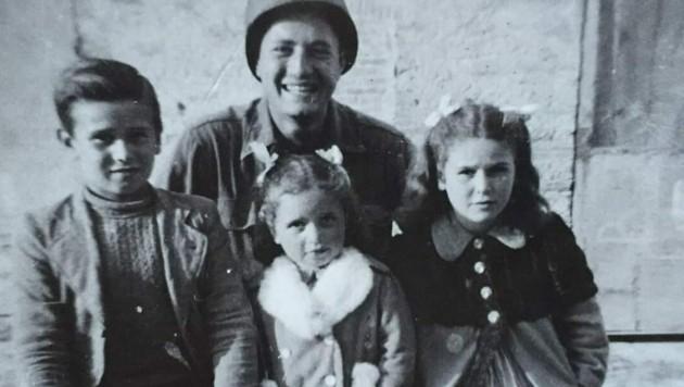 Kriegsveteran Martin Adler (mittlerweile 96 Jahre alt) suchte nach diesen drei italienischen Kindern, die er als 20-jähriger Soldat fast erschossen hätte. (Bild: www.facebook.com/matteincerti)