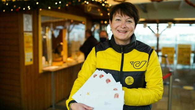 Renate Rebhandl leitet das Postamt Christkindl, das in einem Stadtteil von Steyr beheimatet ist und in dem acht Mitarbeiter im Einsatz sind.