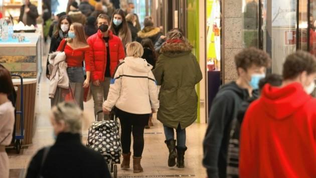 Gut besucht, aber nicht überlaufen: Das war das Bild am ersten Weihnachts-Einkaufssamstag. (Bild: Rojsek-Wiedergut Uta)