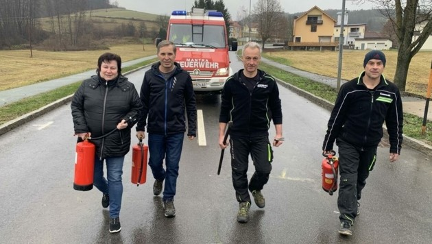 Feuerlöscher, Brecheisen: So eilten Ehepaar Gröller, Jost und Hofer zum brennenden Pkw. (Bild: Christian Schulter)