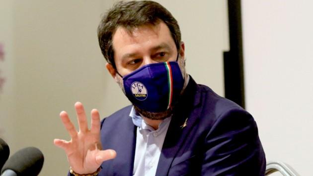 Der frühere italienische Innenminister Matteo Salvini ist zum zweiten Mal zu einer Voranhörung wegen seiner harten Anti-Migrationspolitik vor Gericht in Catania erschienen.
