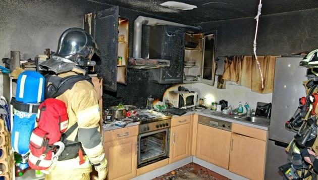 Der Brand ist im Bereich der Küche ausgebrochen. (Bild: zoom.tirol)