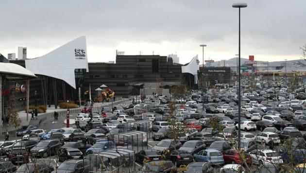 Tausende Kunden strömten am Samstag in die Shopping City (Bild: Huber Patrick)
