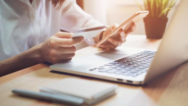 Wer online in Großbritannien einkauft, muss mit Abgaben rechnen, die den Wert der bestellten Ware übersteigen. (Bild: ©sitthiphong - stock.adobe.com)