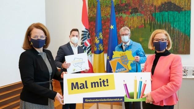 Rufen zur Weihnachtsgrußkarten-Aktion auf – Mikl-Leitner (re.) und Teschl-Hofmeister (li.) (Bild: NLK Pfeiffer)