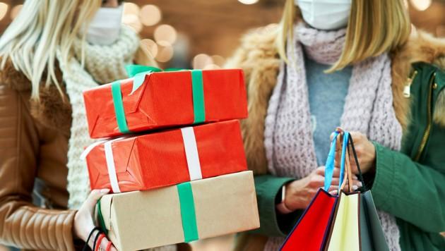 Die Deutschen können ab Mittwoch ihre Weihnachtsgeschenk nur mehr online besorgen. In Österreich haben die Geschäfte offen. (Bild: stock.adobe.com)