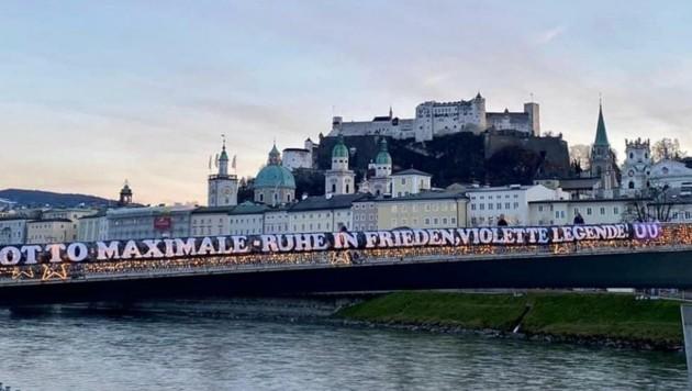 Die Austria-Fans ehrten Otto Baric mit einem Riesenplakat (Bild: Austria Salzburg)