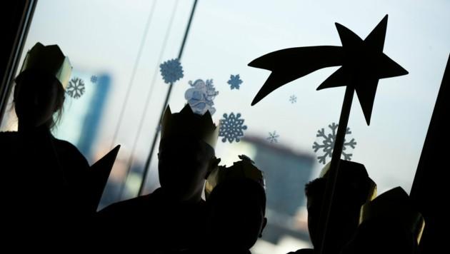 Die Sternsinger dürfen Wohnungen nächstes Jahr aufgrund der Corona-Maßnahmen nicht betreten. (Bild: APA/dpa/Rolf Vennenbernd)