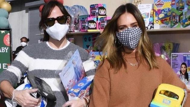 Jennifer Garner und Jessica Alba sind als Christkinder unterwegs. (Bild: www.instagram.com/jessicaalba)