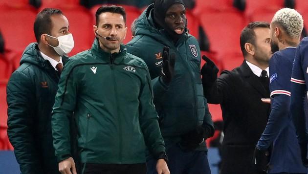 Sebastian Coltescu (2. von li.) und Demba Ba (3. von li.) (Bild: AFP )