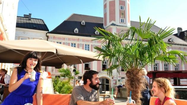 Flanieren und gustieren lässt es sich im Sommer am Rathausplatz (Bild: WAGNER Tanja www.hirschografie.a)
