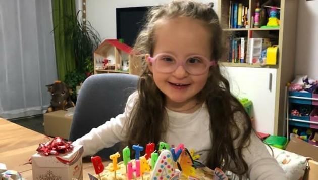 Die kleine Ella, welche einer von drei bekannten KAT6A-Fällen in Österreich ist, feierte kürzlich ihren vierten Geburtstag. (Bild: KAT6A Foundation Austria)