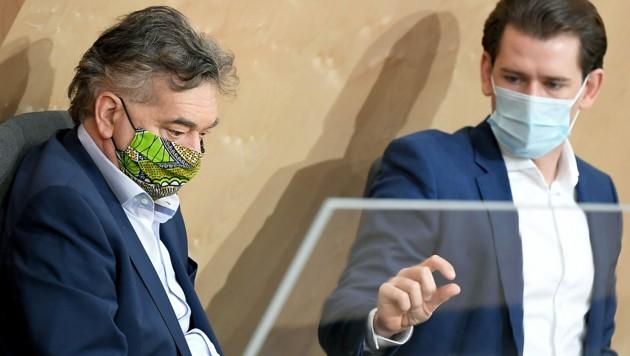 """Bundeskanzler Sebastian Kurz (ÖVP) und Vizekanzler Werner Kogler (Grüne) betonen immer wieder, dass die Pandemiemaßnahmen eine """"Zumutung"""" sind. Wie viel kann man den Menschen zumuten? Wie viel Zwang ist zulässig? (Bild: APA/ROLAND SCHLAGER)"""