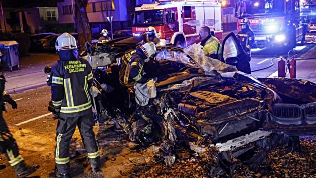 Bitteres Ende eines illegalen Rennens: Ein 23-Jähriger schrottete sein Auto im November in der Maxglaner Hauptstraße. (Bild: Tschepp Markus)