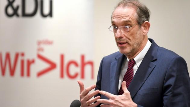 Bildungsminister Heinz Faßmann (ÖVP) rechnet nicht damit, dass die Maskenpflicht im Unterricht noch während des bis Anfang Februar dauernden Wintersemesters aufgehoben werden kann. (Bild: APA/ROLAND SCHLAGER)