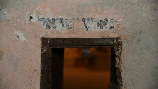 Eine der Inschriften im Gebäude vor dem Gebetsraum (Bild: Huber Patrick)