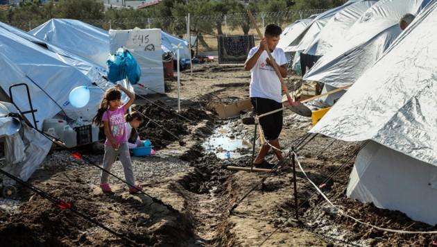 Das griechische Flüchtlingslager Kara Tepe. (Bild: APA/AFP/MANOLIS LAGOUTARIS)