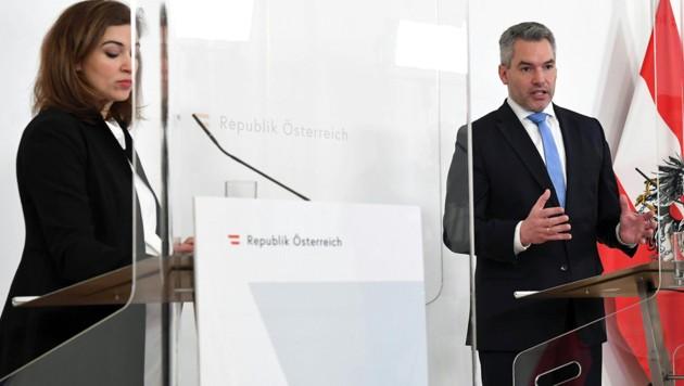 Justizministerin Zadic, Innenminister Nehammer (Bild: APA/HELMUT FOHRINGER)