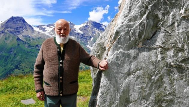 """Dreharbeiten zu """"Mein Lebensberg - Sepp Forcher und der Großglockner"""": Sepp Forcher vor dem Wiesbachhorn (Bild: ORF)"""