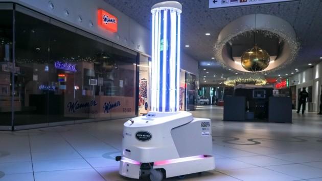 Präsentation eines Roboter-Testlaufes gegen Keime und Bakterien in The Mall in Wien Mitte (Bild: © Andreas Lepsi)