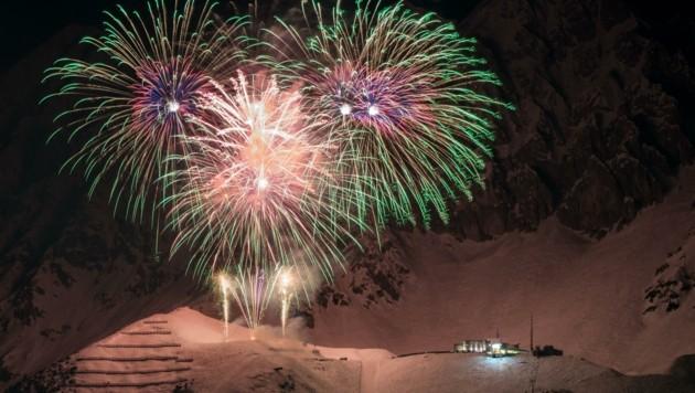 Das riesige Feuerwerk auf der Innsbrucker Seegrube ist ein Highlight – wenn die Nacht klar ist (Bild: LIEBL Daniel)