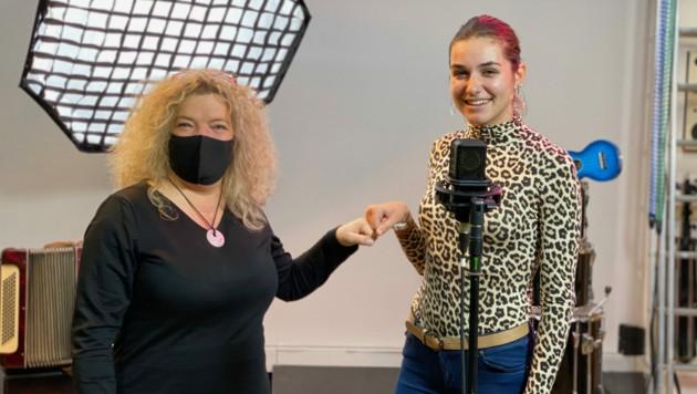 """Anja Glüsing (links), Initiatorin von """"Kärntens Stimme"""", mit Kandidatin Chiara Szolderits. (Bild: Glüsing Event GesbR)"""