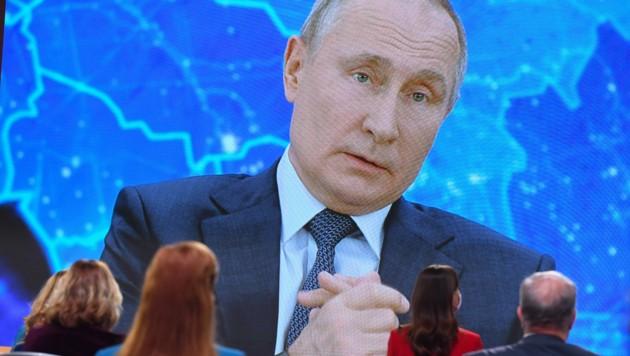 Die jährliche Pressekonferenz Wladimir Putins findet erstmals mittels reiner Videoübertragung statt. (Bild: AFP/NATALIA KOLESNIKOVA)