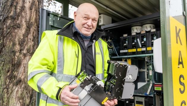 Rudolf Heinrich arbeitet im Recyclingcenter Sturzgasse.
