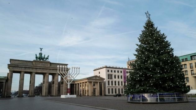 Keine Menschenseele vor dem Brandenburger Tor in Berlin: Deutschland befindet sich seit Mittwoch im Lockdown. Nur zu Weihnachten soll es kleine Lockerungen für Feiern geben. (Bild: AFP)