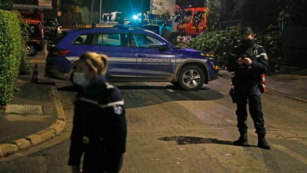 Die Tat ereignete sich am Donnerstagabend nahe Paris (Bild: AFP)