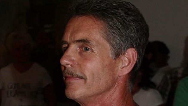 Werner Dobler verließ in uniformierter Begleitung das Sitzungszimmer. (Bild: Daum Hubert)