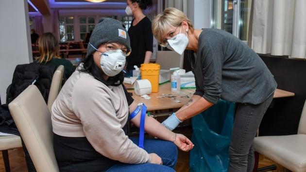 Lisa Marie Pauli aus Laussa ließ sich für den guten Zweck Blut abnehmen. (Bild: Dostal Harald)