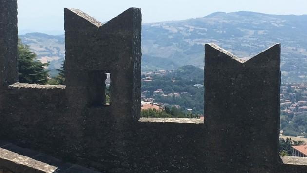 Blick von der Festung in der Hauptstadt San Marino Citta auf den Zwergstaat (Bild: Wilhelm Eder)