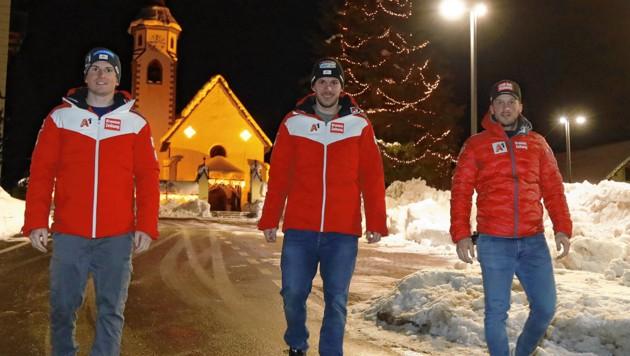Abendspaziergang vor dem Slalom-Auftakt: Fabio Gstrein, Michi Matt und Christian Hirschbühl (von li. nach re.) (Bild: Christof Birbaumer)