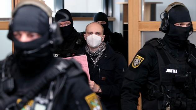 Stephan B. wurde zu lebenslanger Haft mit anschließender Sicherungsverwahrung verurteilt. (Bild: AFP)