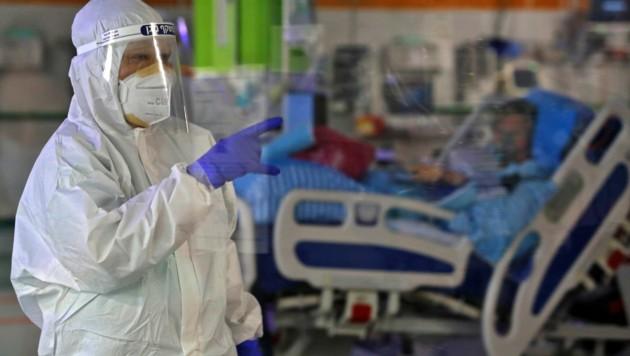 Das Schiba-Krankenhaus in Tel Aviv verzeichnete weltweit den ersten Todesfall nach einer Wiederinfektion. (Bild: AFP)
