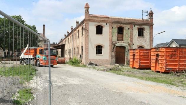 """Einst Fabrik, künftig Volksschule und Kulturzentrum """"Erbse"""" (Bild: Judt Reinhard)"""
