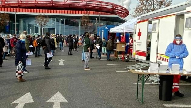 Bei der Teststation beim Europark in der Stadt Salzburg war der Andrang groß. (Bild: Marie Schulz)