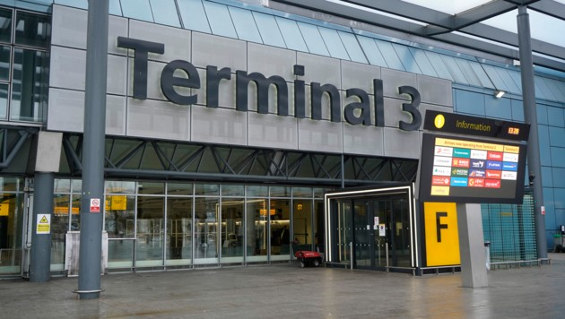Der geschlossene Eingang zum Terminal 3 am Londoner Flughafen Heathrow. (Bild: APA/AFP/Niklas HALLE'N)