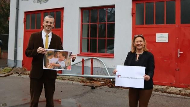 Vizebürgermeister Roland Honeder und Maria-Theresia Eder freuen sich auf mehr Betreuungsplätze für Kinder. (Bild: VP Klosterneuburg)