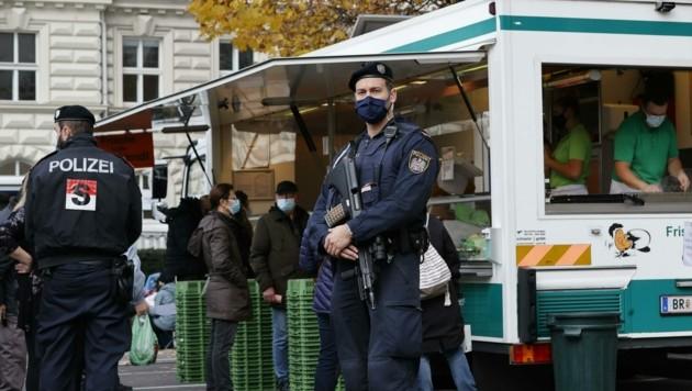 Schon bisher kontrollierte die Polizei die Einhaltung der Corona-Regeln, etwa das Konsumationsverbot. (Bild: Tschepp Markus)