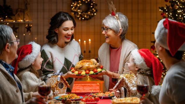 Genießen, aber mit Maß und Ziel - das ist die Devise für die Feiertage. (Bild: Konstantin Yuganov/stock.adobe.com)