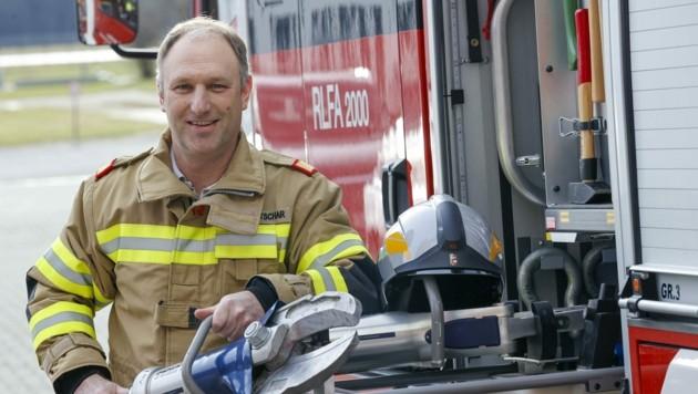 Feuerwehrler Josef Tschematschar ist mit seinem Team auch an den Feiertagen einsatzbereit (Bild: Tschepp Markus)