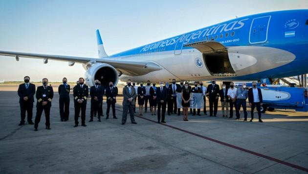 Am Dienstag startete ein Flugzeug aus Buenos Aires um 300.000 Dosen des russischen Corona-Impfstoffs nach Argentinien zu bringen.