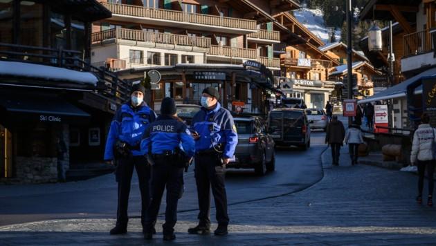 Der Schweizer Skiort Verbier ist vor allem bei britischen Wintersportlern sehr beliebt. Aufgrund der neuen Coronavirus-Mutation herrscht Ungewissheit im Urlaubsort. (Bild: AFP )