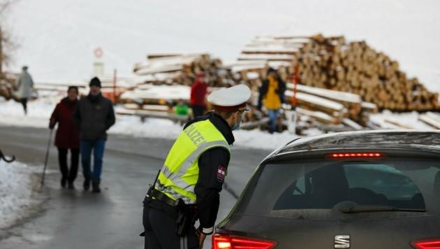 Polizei ließ keine Autos mehr auf den Gaisberg (Bild: Tschepp Markus)