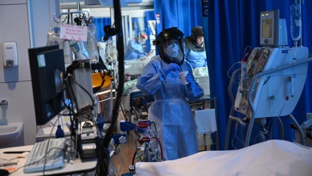 Als der 19-jährige Joseph aus Staffordshire im Krankenhaus erwachte, wusste er nichts von der Pandemie. (Symbolbild) (Bild: AFP)