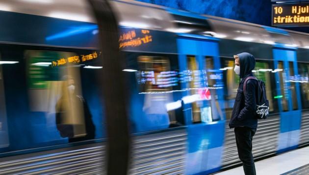 Das neue Gesetz ermöglicht, Bereiche wie Öffis oder Handel in Schweden zu schließen. (Bild: AFP)