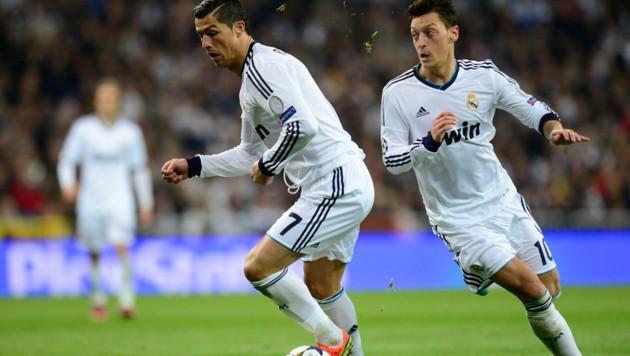 Cristiano Ronaldo (li.) und Mesut Özil (Bild: AFP)
