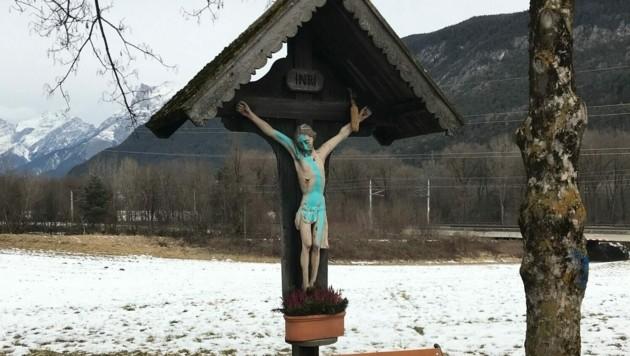 Das Kruzifix muss nun komplett restauriert werden. (Bild: LPD Tirol)